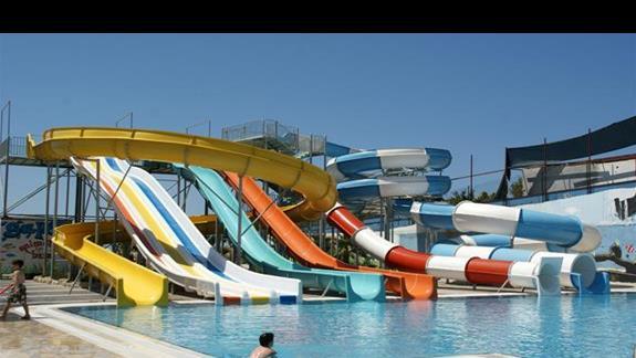Sea Planet Resort. Zjezdzalnie dla wiekszych.