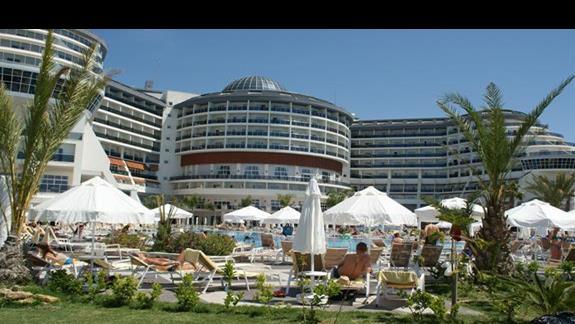 Sea Planet Resort. Teren obok mini clubu.