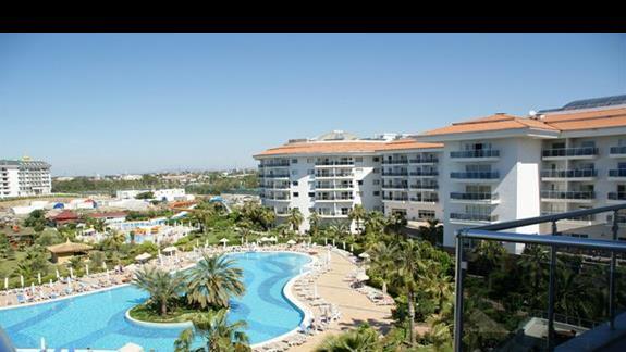 Sea World Resort. Widok z pokoju standardowego.