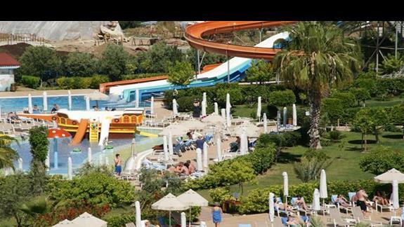 Sea World Resort. Zjezdzalnie dla starszaków.