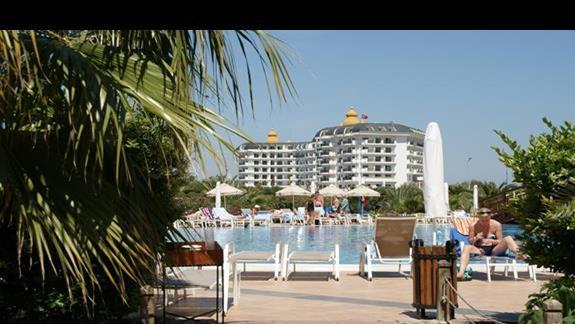 Sea World Resort. Droga z plazy.