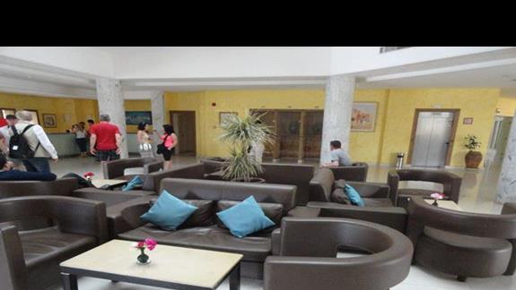 Houda Yasmine - lobby