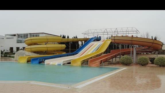 Omar Khayam Club - zjeżdżalnie wodne