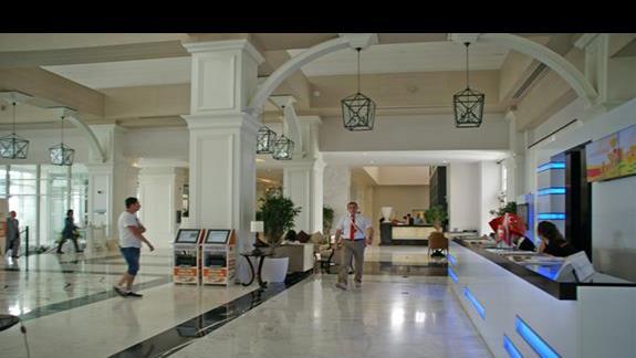 Titanic Deluxe. Lobby.