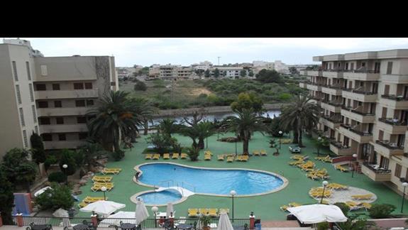 Basen i ogród hotelu Playamar