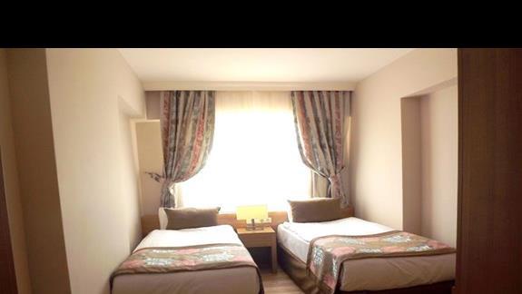 pokój dla dzieci w pokoju rodzinnym w hotelu Ramada Resort Lara