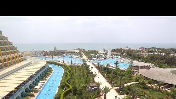 Widok na kompleks basenowy w hotelu Delphin Imperial