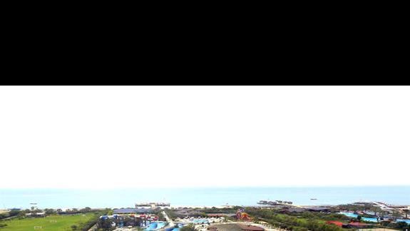 Kompleks basenowy widziany z góry w hotelu Royal Holiday Palace