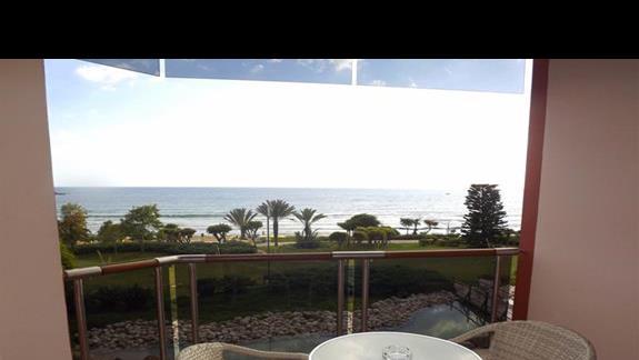 Widok na morze z pokoju w hotelu Pegasos Resort