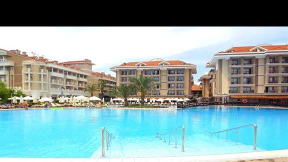 Basen glówny w hotelu Turan Prince Residence
