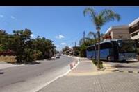 Hotel Porto Platanias Beach - Ulica przed hotelem