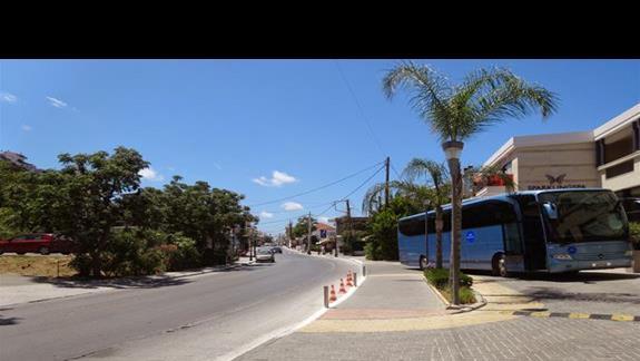Ulica przed hotelem