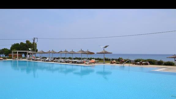 Basen w hotelu Akti Palace