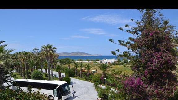 Dojscie do plazy przy hotelu Tigaki Beach
