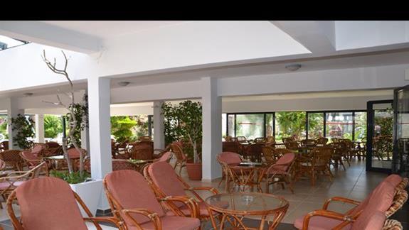 Lobby bar w hotelu Tigaki Beach
