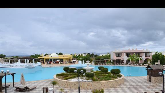 Basen przy hotelu Gaia Palace