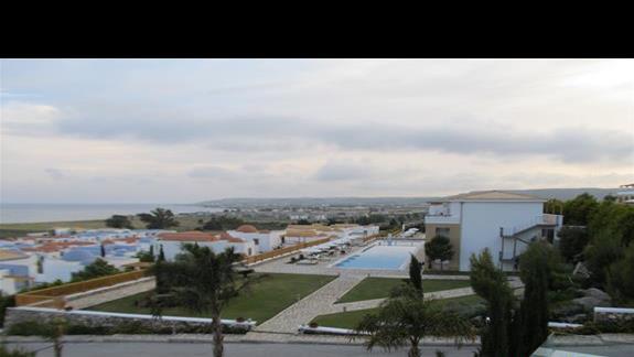 Budynek z pokojami ze wspóldzielonym basenem