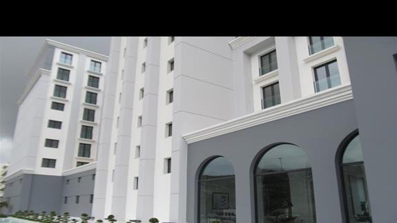Budynek glówny-wejscie do hotelu