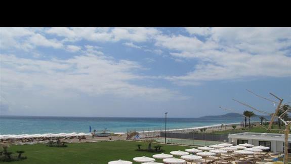 Widok na plaze z tarasu
