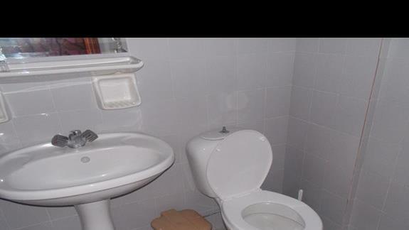Przykładowa łazienka, mała, ale czysta
