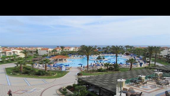 Widok na restauracje i baseny