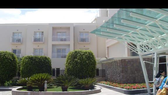front hotelu La Blanche Resort & Spa