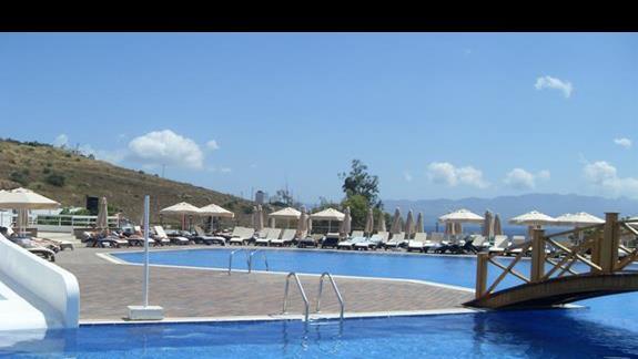basen hotelu Feye Pinera