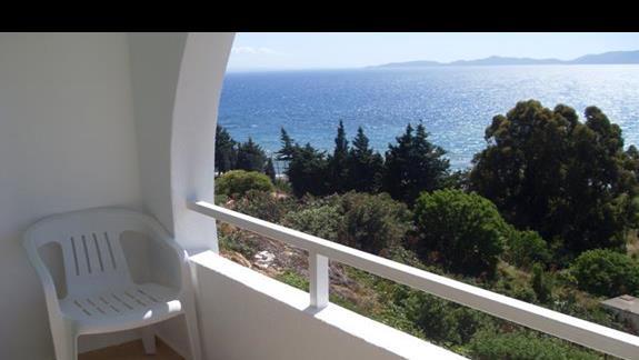 balkon w pokoju standardowym hotelu Feye Pinera