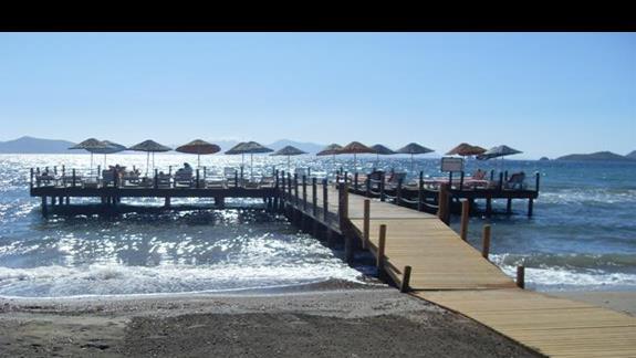molo przy plazy w hotelu Feye Pinera