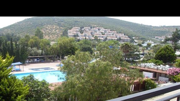 widok z balkonu w pokoju standardowym hotelu Pigale Beach