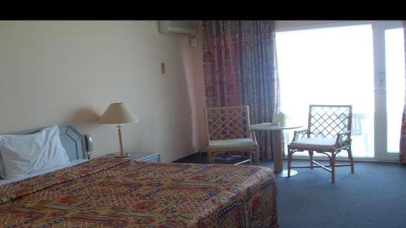 pokój standardowy w hotelu Grand Blue Sky
