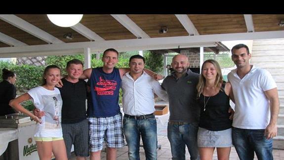 My ze znajomymi i z ekipa hotelu (4 od lewej chlopak z Tunezji, obok niego lysy Jorgas i na koncu chlopak z baru)
