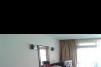 Hotel Izola Paradise - pod biurkiem lodówka