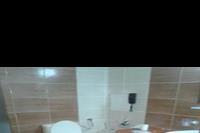 Hotel Izola Paradise - lazienka, z drugiej strony byl prysznic, wieszak na recznik i krzeslo. Czysto.