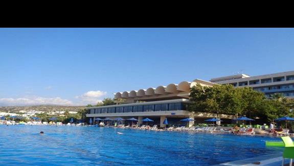 basen i restauracja