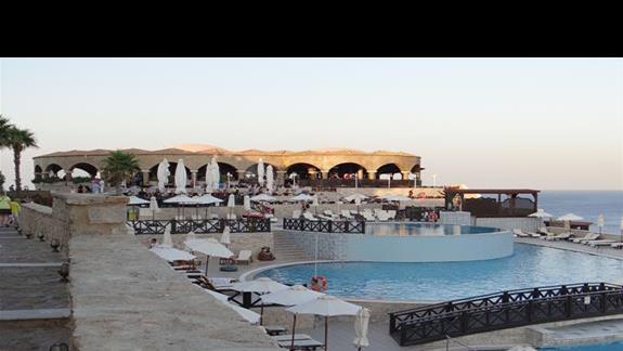 Restauracja Athena i baseny