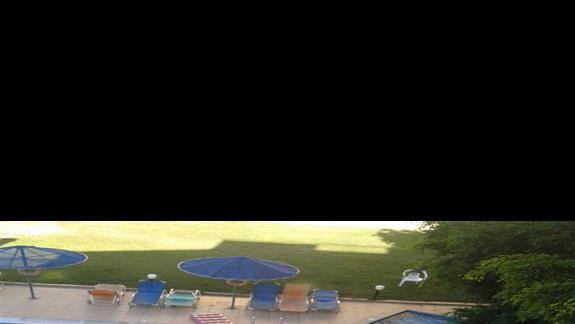 zacieniony do południa basen