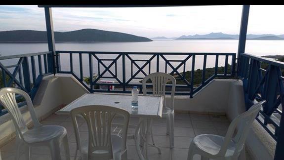 Hotel Bodrum Holiday Resort widok z tarasu w czesci clubowej