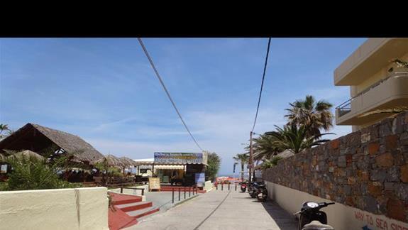 Droga przed hotelem