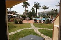 Hotel Holiday Garden - widok z pokoju na parterze Holiday Garden