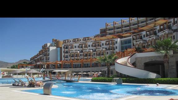 Kefaluka Resort basen z jacuzzi