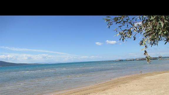 Aurum Spa & Beach Resort plaza