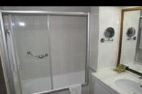 Hotel Meryan - Lazienka-wanna polazona z prysznicem.
