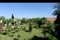 Hotel Lyra Resort - ogród przy bungalowach