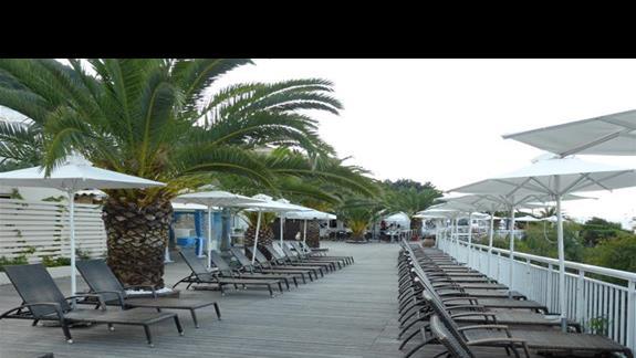 Taras i bar przy basenie