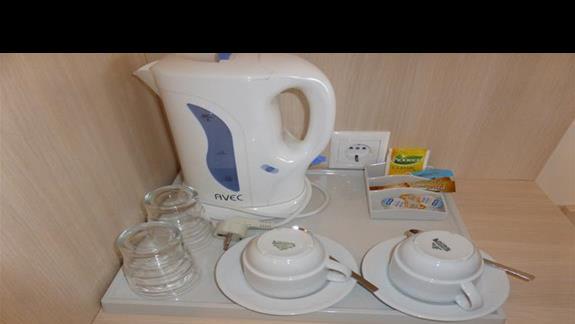 Zestaw do kawy i herbaty w pokoju w w hotelu Aquis Agios Gordios