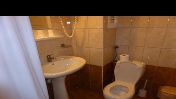 Łazienka w pokoju standardowym w hotelu Angela Beach