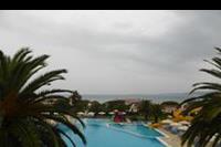 Hotel Roda Beach Resort & SPA - Basen w hotelu Mitsis Roda Beach Resort