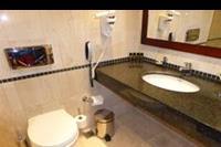 Hotel Roda Beach Resort & SPA - Lazienka w pokoju standardowym w hotelu Mitsis Roda Beach Resort