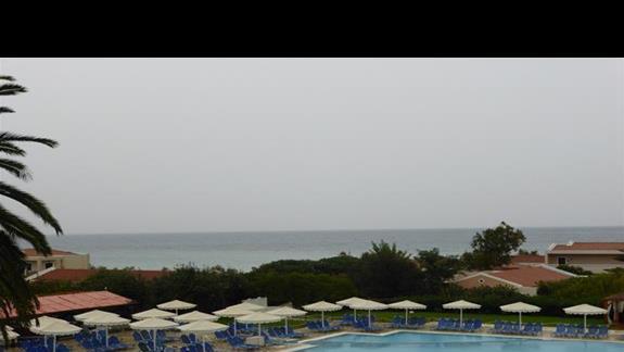 Basen w hotelu Mitsis Roda Beach Resort